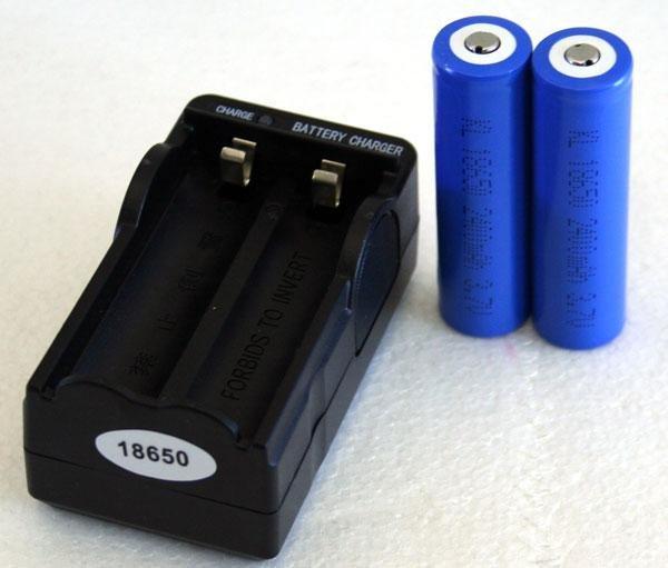 Зарядник для аккумуляторов 18650